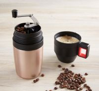 Kaffeebrühset mit Handmühle